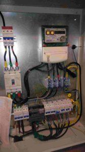 распределительный узел с защитными автоматами и счетчиком
